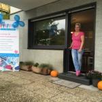 Frau Pfiffig mit neuer Tür
