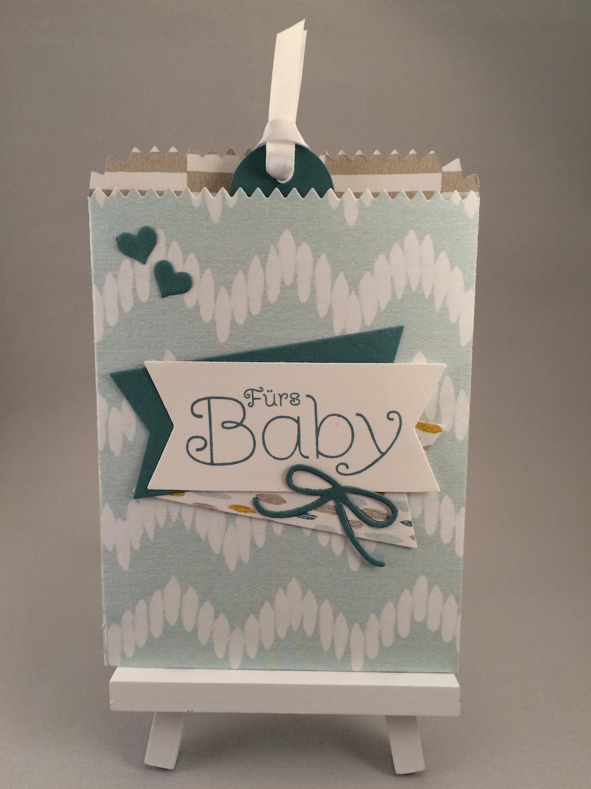 Baby Karte gestaltet mit dem Thinlit Mini Leckereientüte für die Big shot und dem Designpapier Süße Träume.