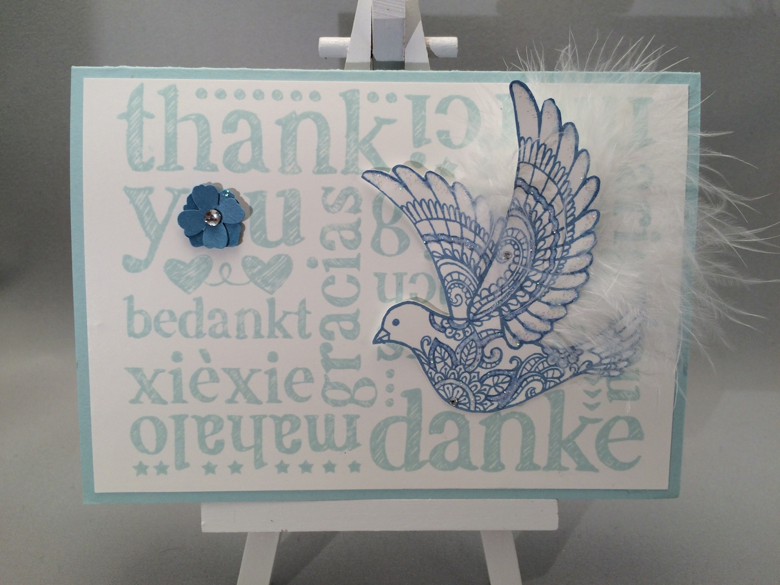 Danke Karte in Himmelblau und Ozeanblau, Stempel A World of Thanks und Dove of Peace.