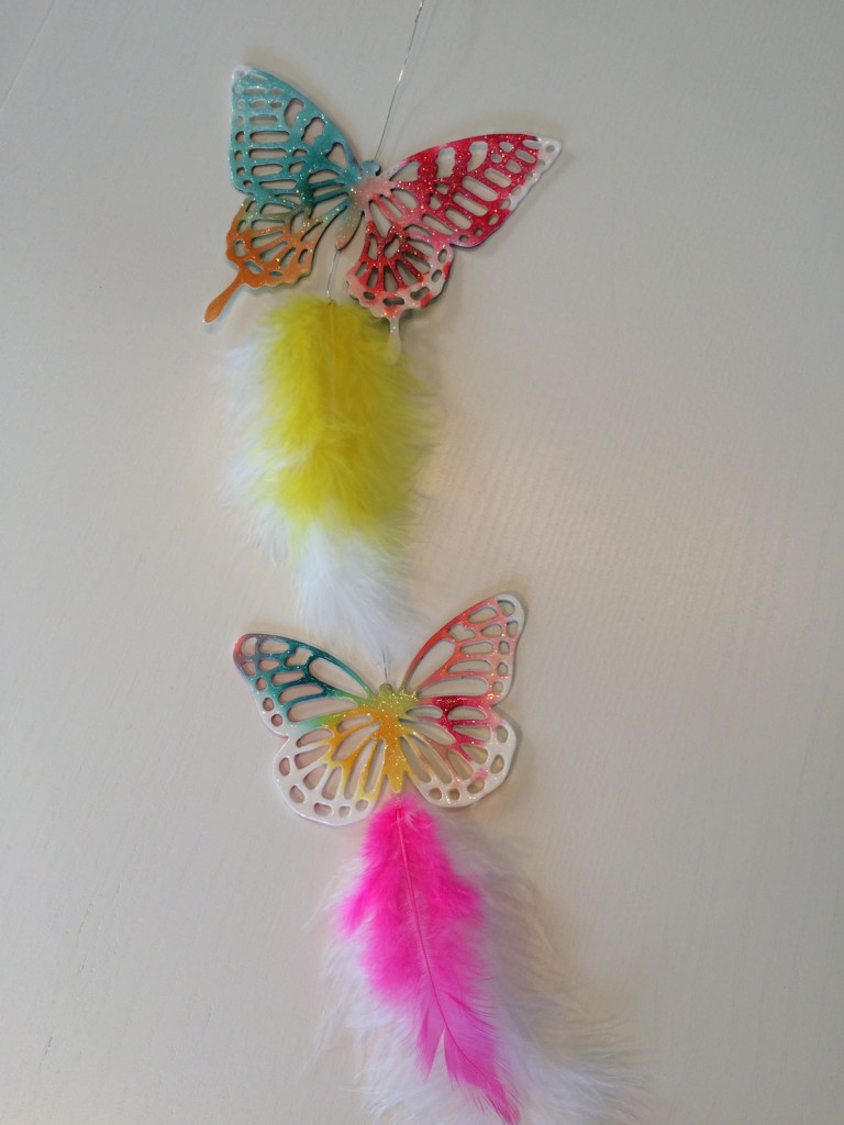 Großer und kleiner Aquarell Schmetterling mit Lack überzogen und Glitzer Topping