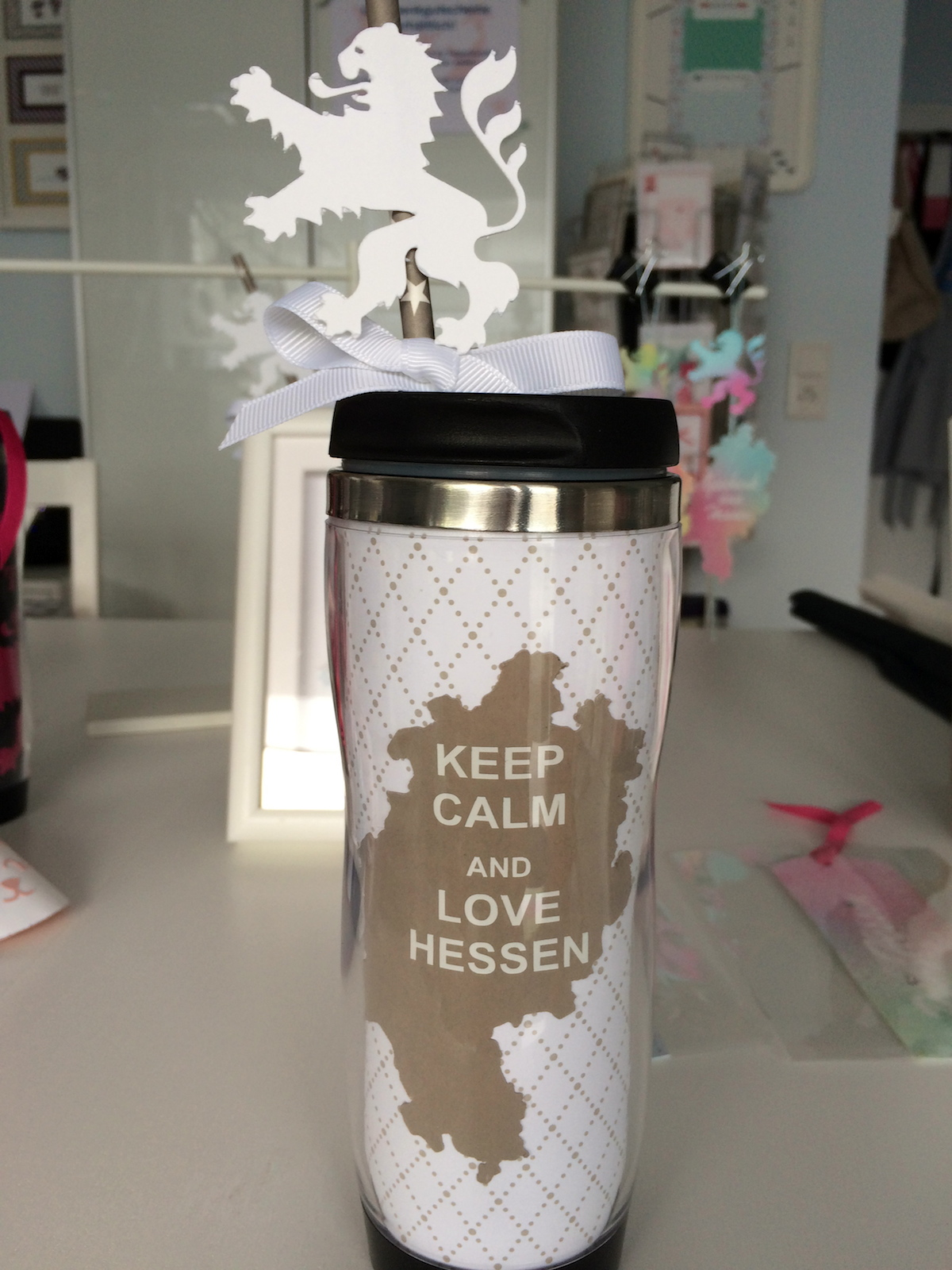 Frau Pfiffig, Thermobecher Keep calm and love Hessen.